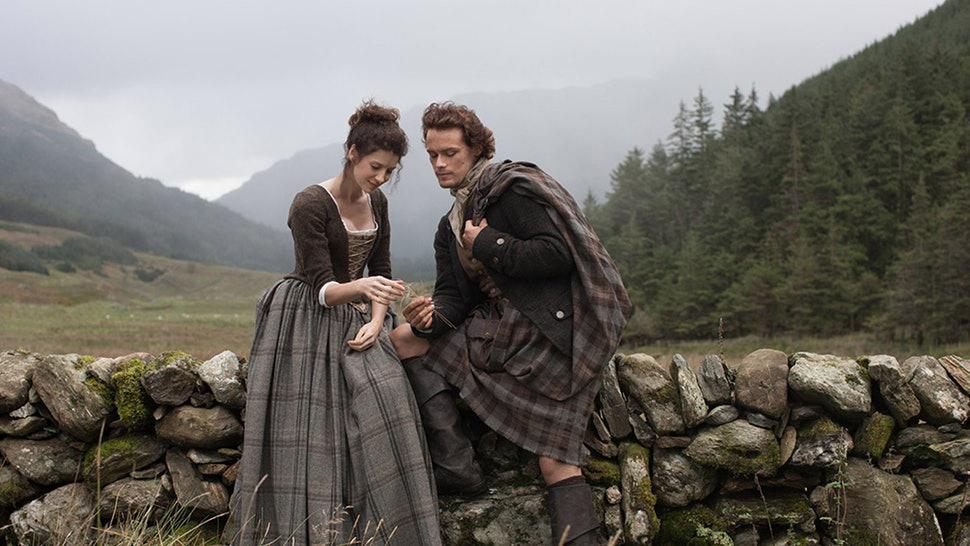 Outlander . Season 1 . Claires brown tartan dress