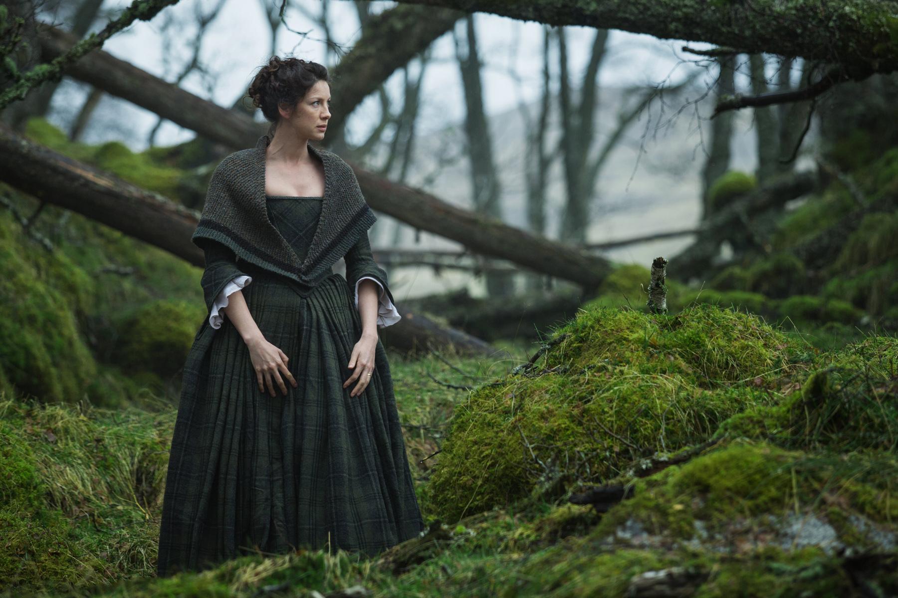 Outlander . Season 1 . Claires green tartan dress