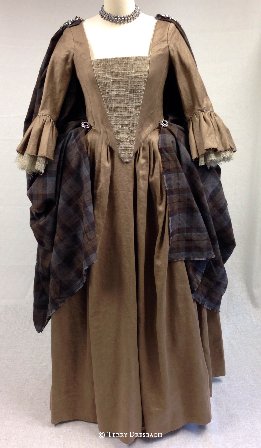 Outlander . Season 1 . Letitias gathering dress