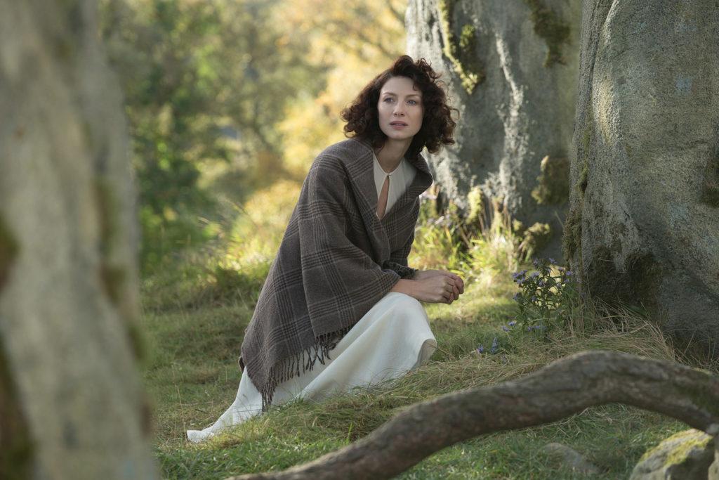 Outlander . Season 1 . Claires white 40s dress